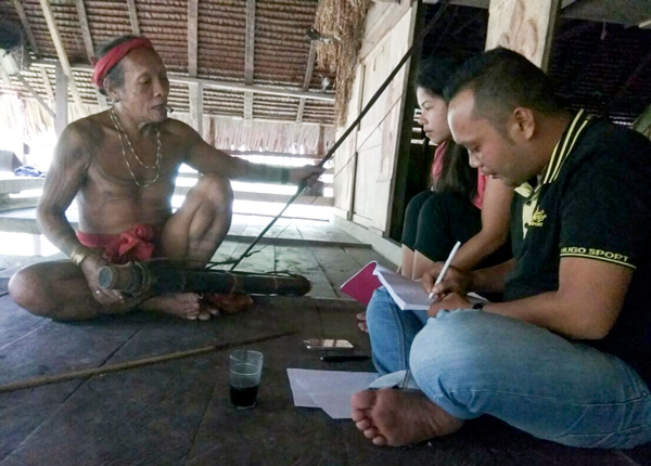 Suku Mentawai Education Foundation conducting research for their cultural-based curriculum